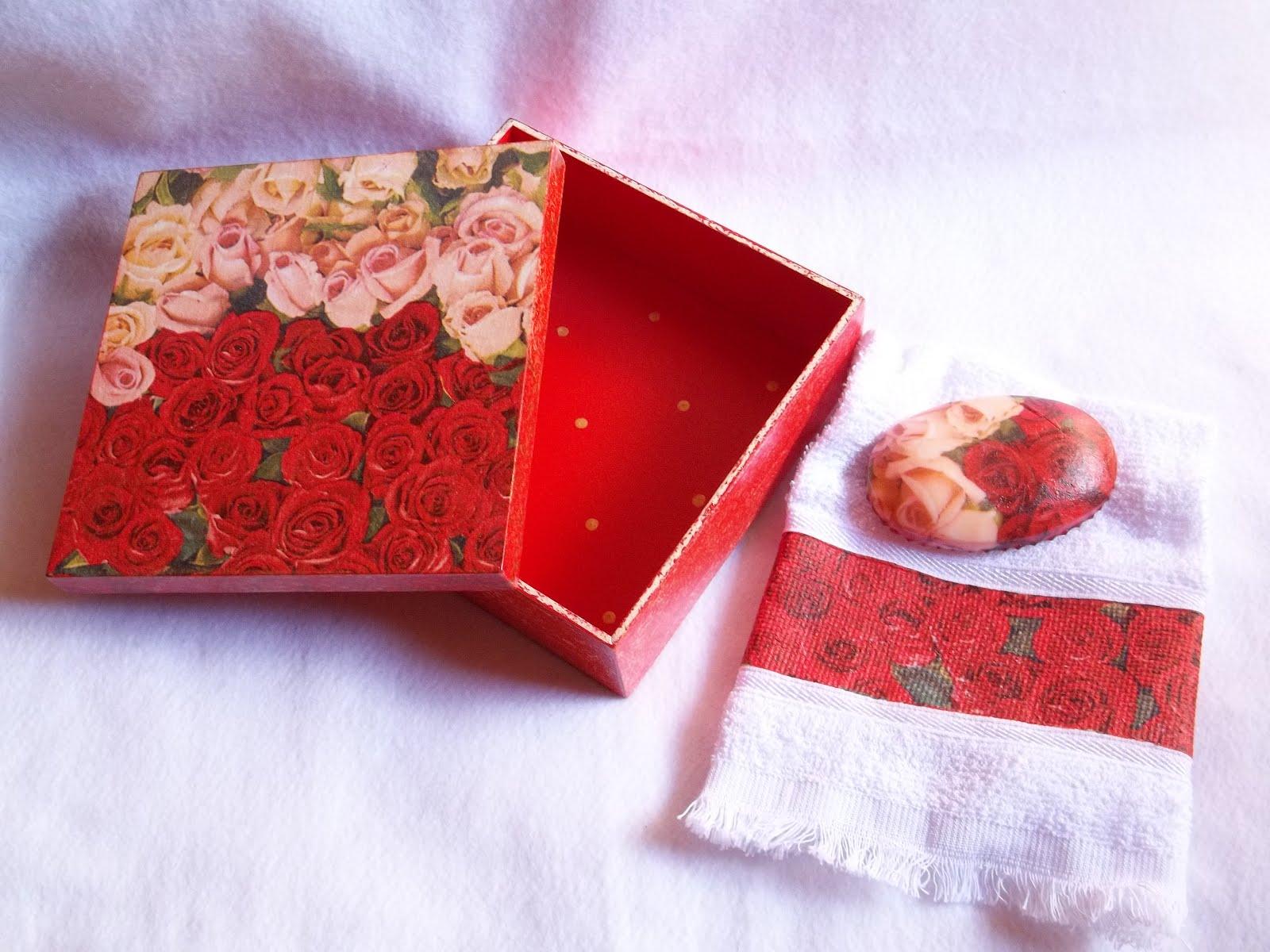 Caixa Kit em Mdf – Vermelha com Dourado « .::Vini e Kika.::.Blog  #AC1F25 1600x1200